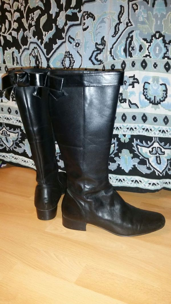 Simple Vera Wang Boots With Low Heel Size 9 For Sale In