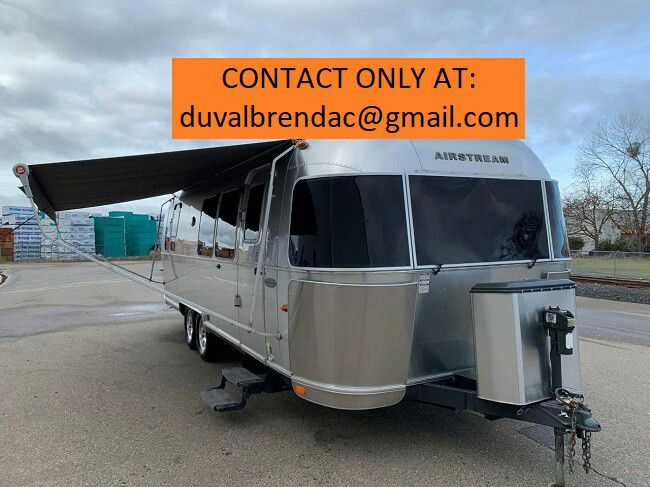 Photo dtys2015 Airstream Flying Cloud 28 Camping Trailer RV
