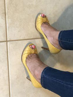 Size 6 1/2 attractive heels 2 1/2 inch heels Thumbnail