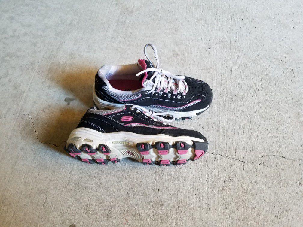 Skechers shoe size 6 like new