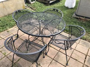 A cast iron patio set for Sale in Washington, DC