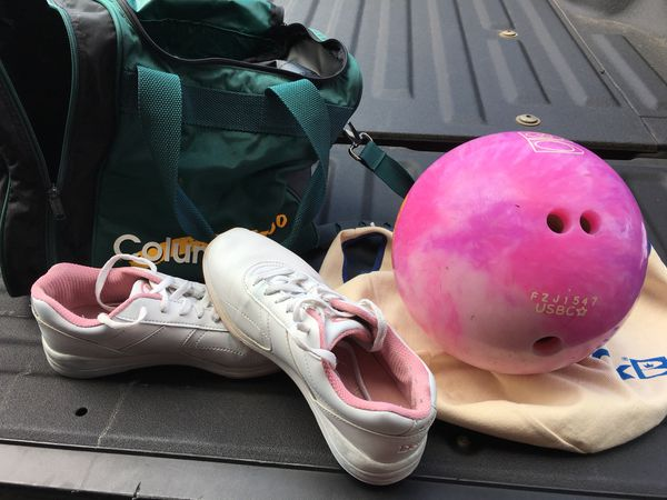 women s 8lb bowling ball with size 8 shoes and bag free for sale