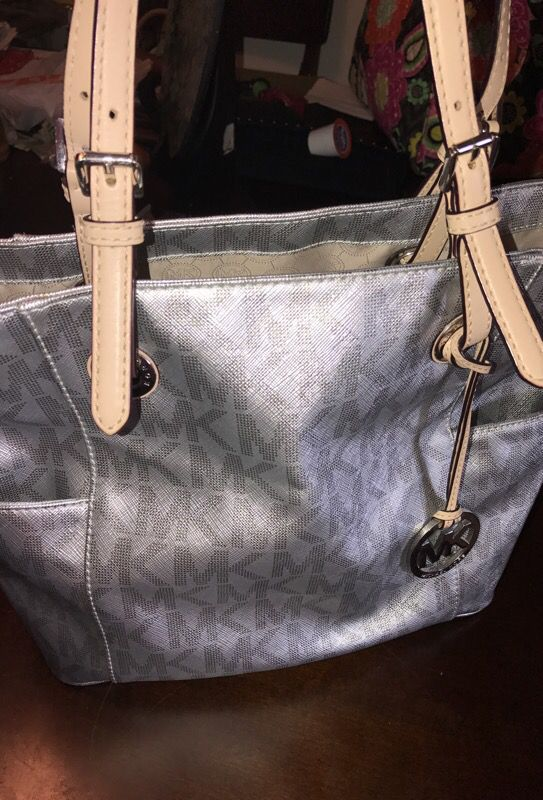 482aaad4e2c0ec Authentic MK medium bag for Sale in Houston, TX - OfferUp