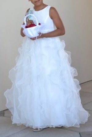 Wedding dress, rhinestone veil and matching flower girl dress for Sale in Clermont, FL