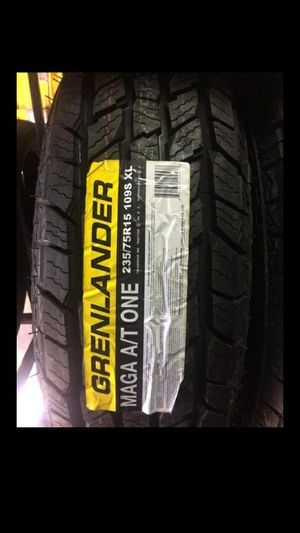 Photo BRAND NEW SET OF TIRES 235 75 15