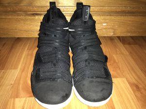 Men's Nike Lebrons Size 9 for Sale in Springfield, VA