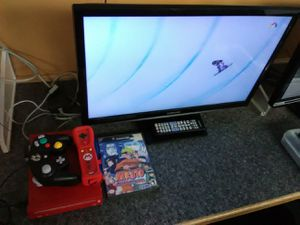 Gaming bundle with Samsung 24 inch TV with remote control and Roku streaming stick for Sale in Washington, DC