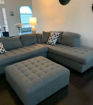 Photo Can Deliver Rooms to Go Gray Sectional Sofa Calvin Heights sofa and Ottoman Like new condition