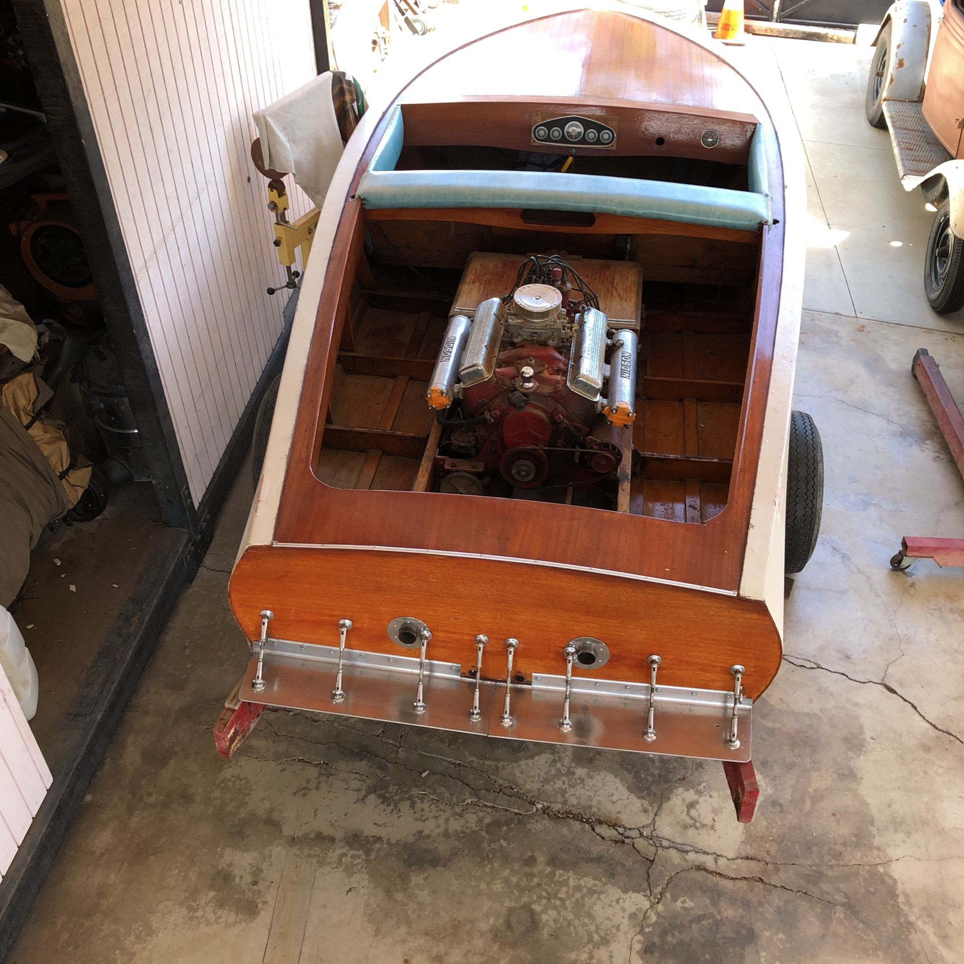 Photo v drive boat , flat bottom boat , vintage boat