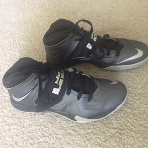 NIKE LEBRON ZOOM SOLDIER 7 Basketball shoes men's size 9 for Sale in Fort Washington, MD