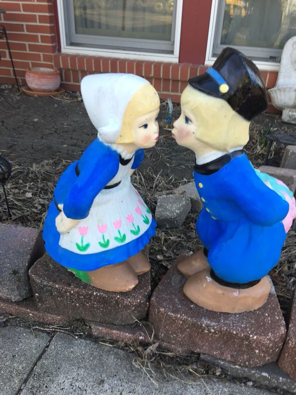 Kissing Dutch Boy And Girl Yard Statues For Sale In