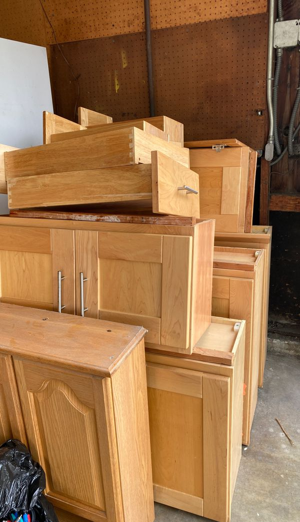 Kitchen cabinets for Sale in Hayward, CA - OfferUp