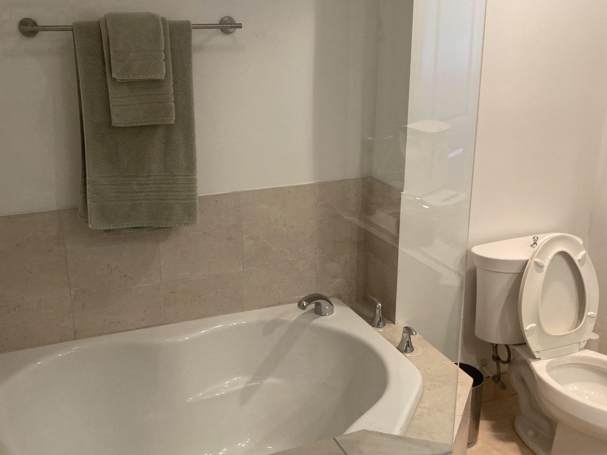 White Kohler drop in bathtub non-jetted.