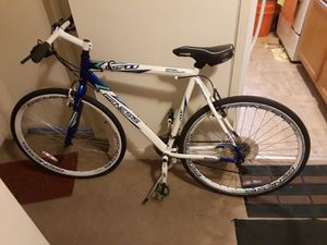 Oferton del día bicicleta GS700 de aluminio en buen estado for Sale in Hyattsville, MD