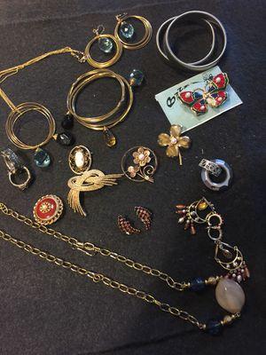 Joyería de fantasía 17 pz for Sale in Chapel Hill, NC