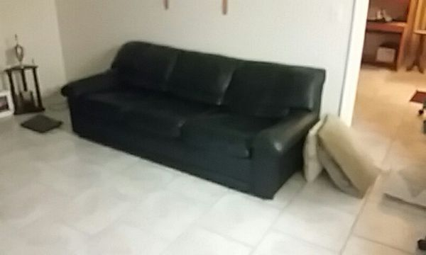 Black Leather Couch Pull Out Bed Furniture In Port Saint Lucie Fl Offerup