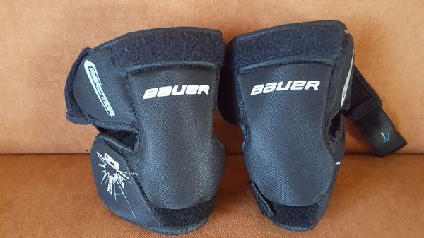 Bauer Reactor Goalie Knee Guard Youth Size For Sale In Stanwood Wa