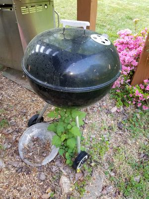 Weber grill for Sale in VINT HILL FRM, VA