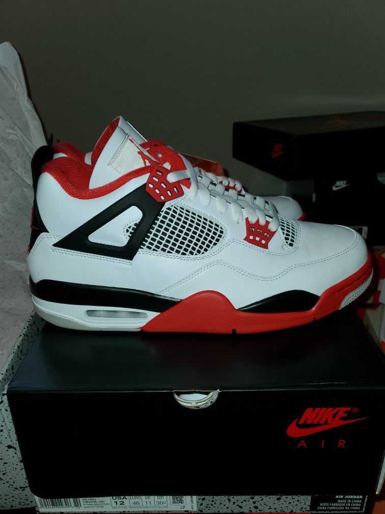 Jordan 4 Fire Red Sz 12 $300