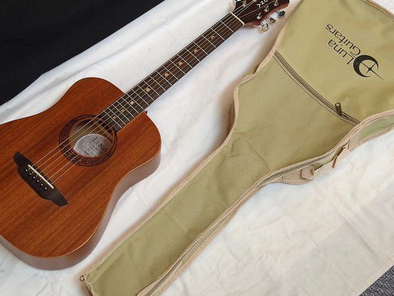 Guitar Luna musa Safari
