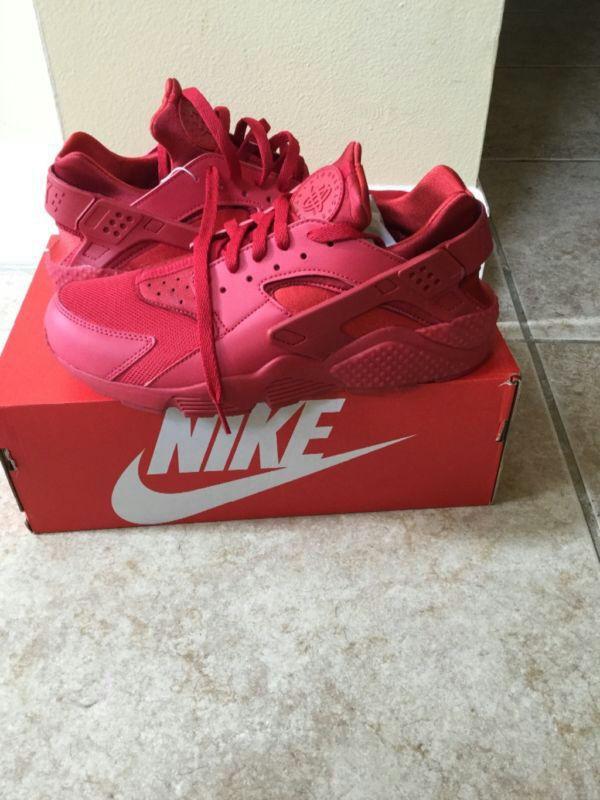 finest selection d5701 b177e Red Nike Air Huaraches. West Palm Beach, FL