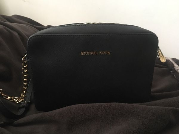 3a32241a2cf1 Real Black Michael Kors side bag for Sale in Dearborn