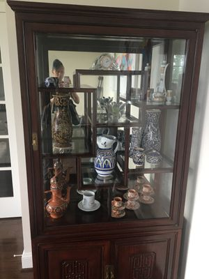 Curio cabinet for Sale in Brambleton, VA
