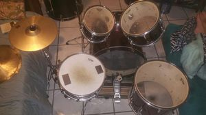 PDP PEARL CENTER STAGE , DRUMS SET 5 PC. AND HI- HAT. for Sale in Kissimmee, FL