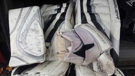 Bauer hockey pads and gloves Thumbnail