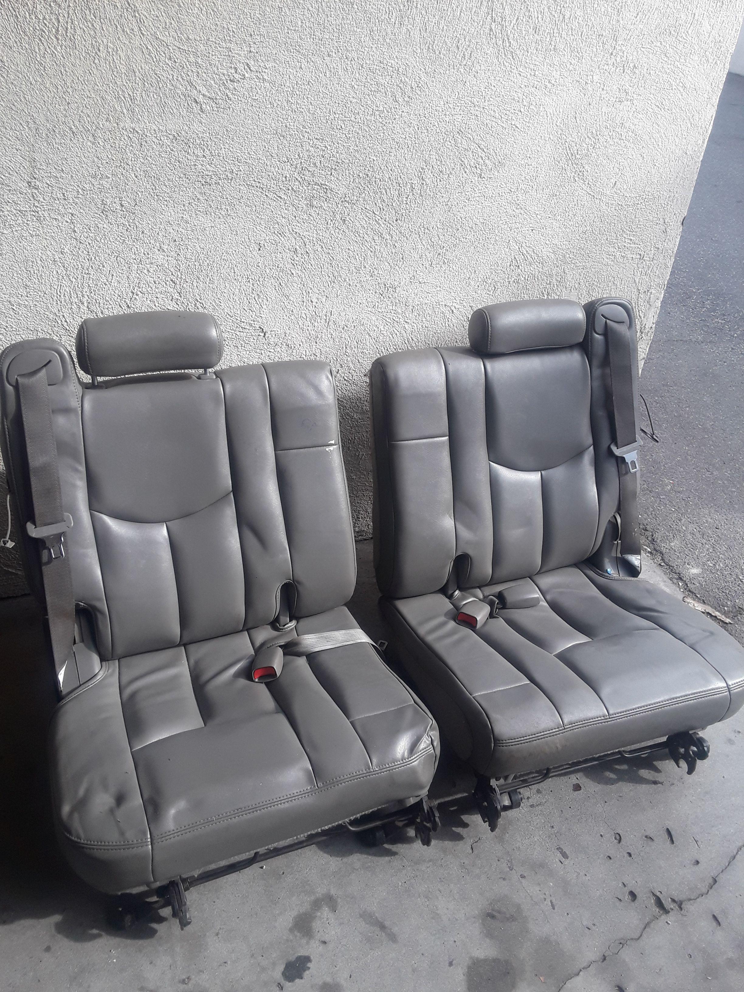3 row GMC Leather seats like new no rips