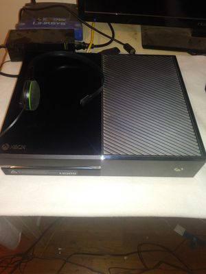 Xbox one 500 gb console with mic for Sale in Bridgeton, MO