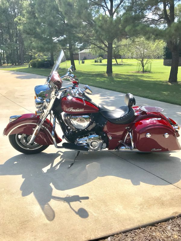 Indian Springfield Motorcycle 2017 LOW MILES! for Sale in Rogers, AR -  OfferUp
