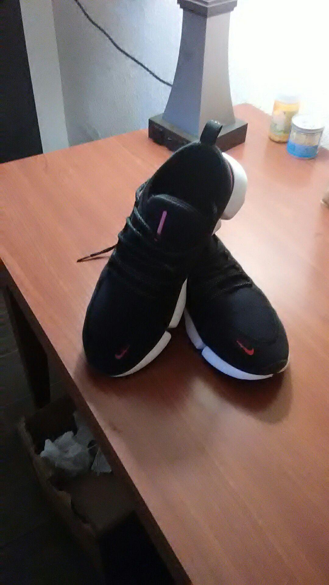 Nike 9.5 Mens