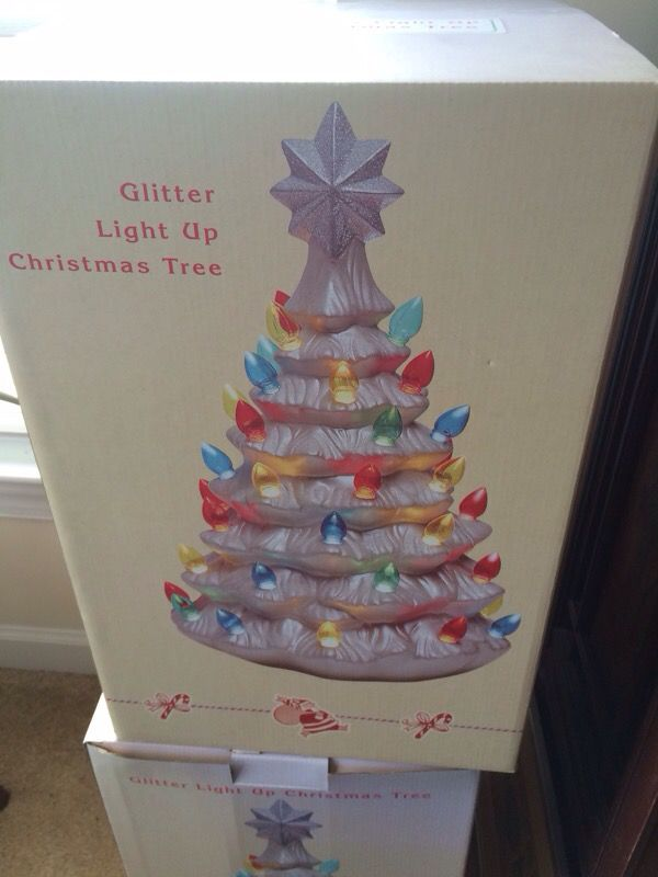 Cracker Barrel Christmas.Cracker Barrel Light Up Ceramic Christmas Tree 18 Inches Tall For Sale In Chesapeake Va Offerup