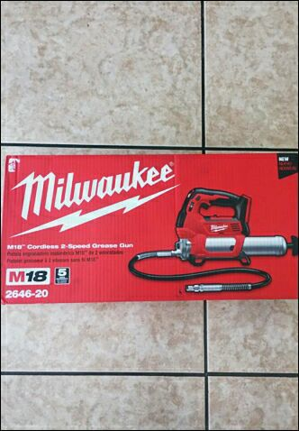 Milwaukee m18 cordless, 2646-20,2-speed grease gun,with10,000psi/5000  psi,tools weight7 7 lbs,hose length48