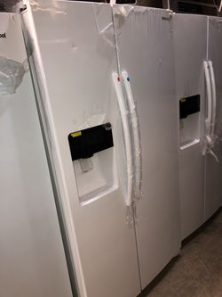 samsung white side by side fridge with water/ice dispenser Thumbnail