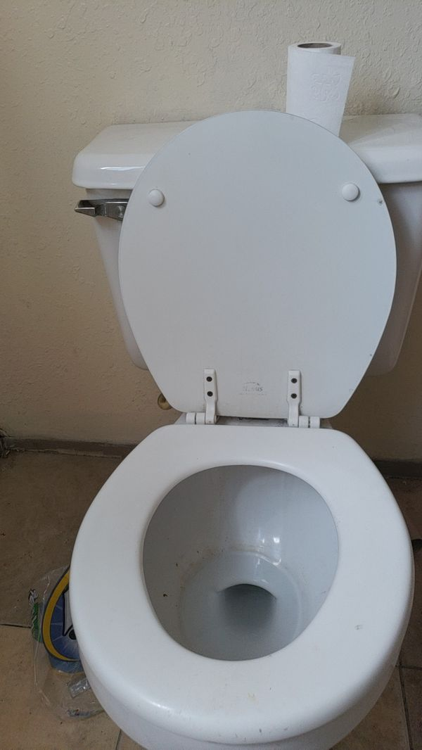 Complete toilet (Appliances) in Los Angeles, CA - OfferUp