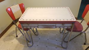 Photo Vintage kitchen table With 2 chairs