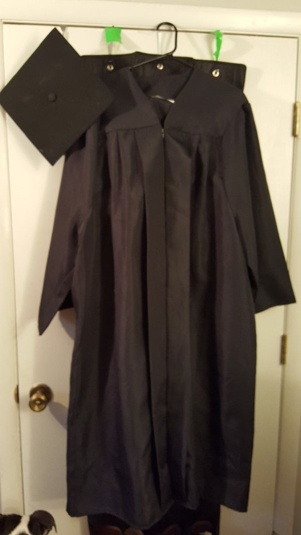 Graduation Cap and gown 5\'4\