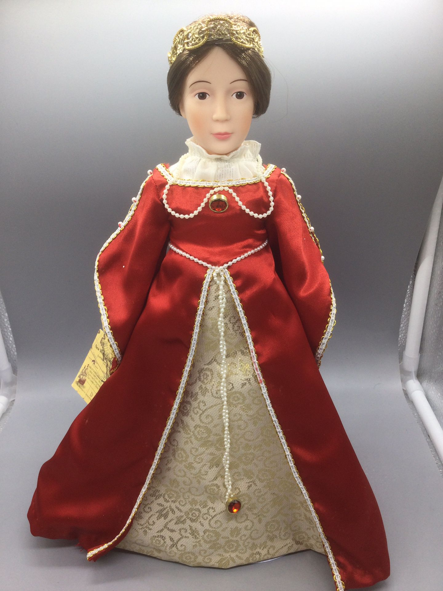 """EFFANBEE THE NEW WORLD COLLECTION QUEEN ISABELLA DOLL RETIRED Renaissance Dress.   Condition is """"Used, it has some small spots on the dress"""".  15 inch"""