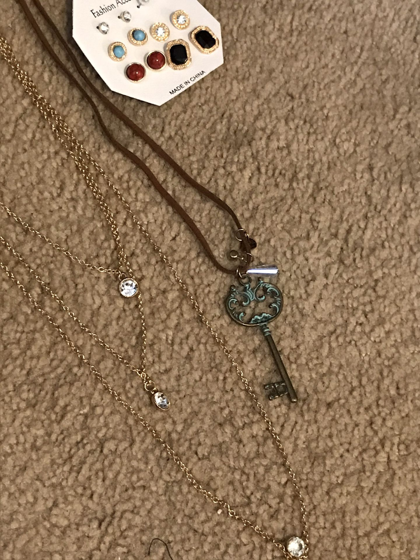 Three piece necklace that, earrings, key necklace and Larry necklace gold color six dollars for all