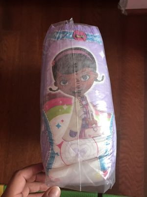 Girl Pull ups 32 or 31 pampers 4T-5T for Sale in Sudley Springs, VA