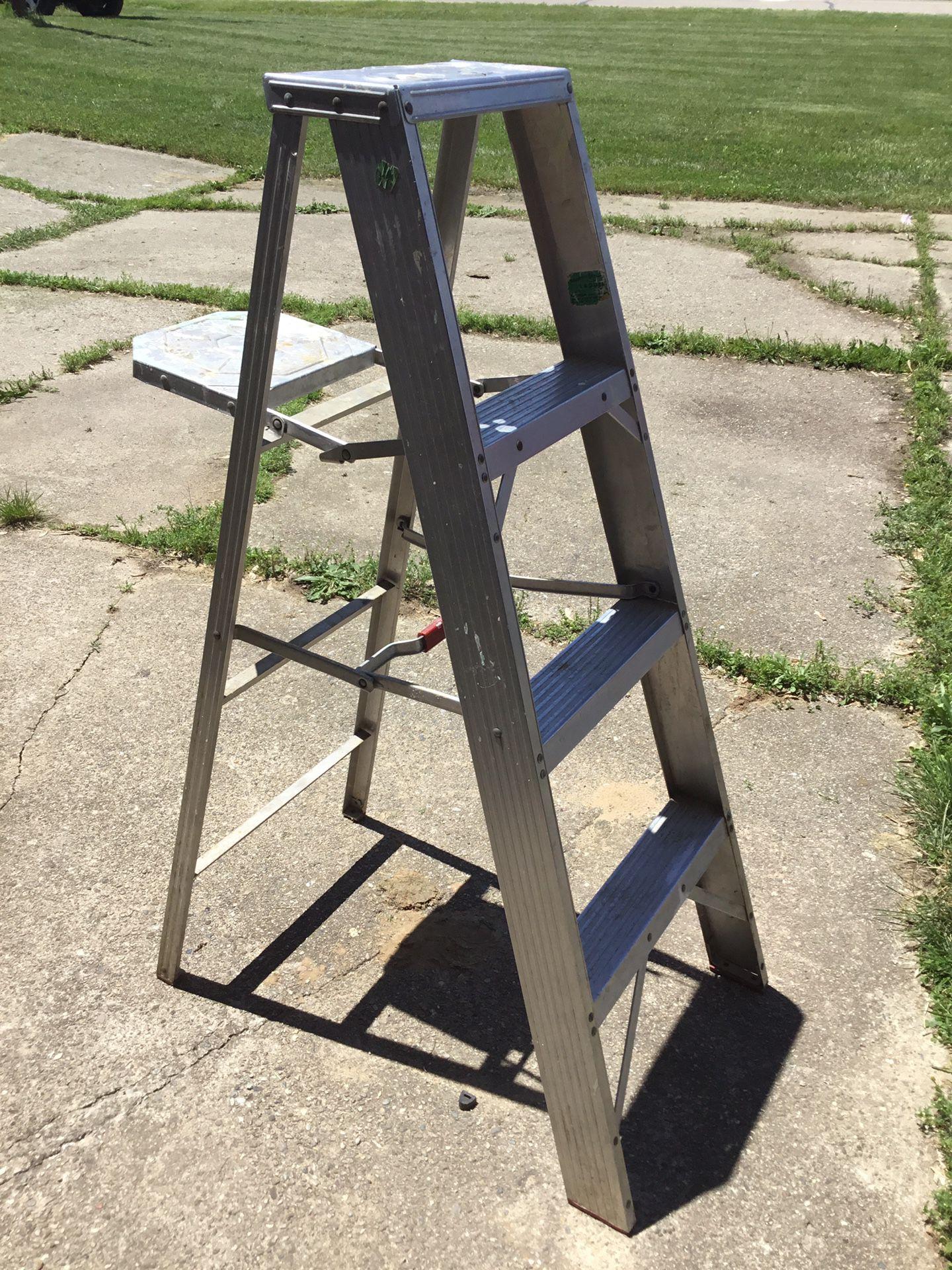 4' Aluminum Ladder