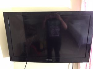 Mounted Samsung TV (with mount, no stand) offer best price for Sale in New York, NY
