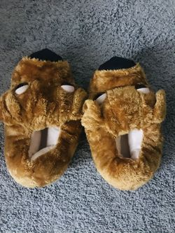 Sneaker Slippers Men and Women  One Size Thumbnail
