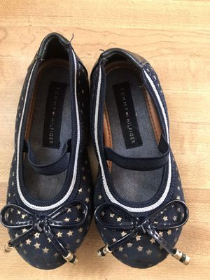 tommy hilfiger toddler girl flat shoes size 7( pick up only) for Sale in Alexandria, VA