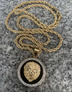 Photo GOLD PLATED LION HEAD MEDALLION