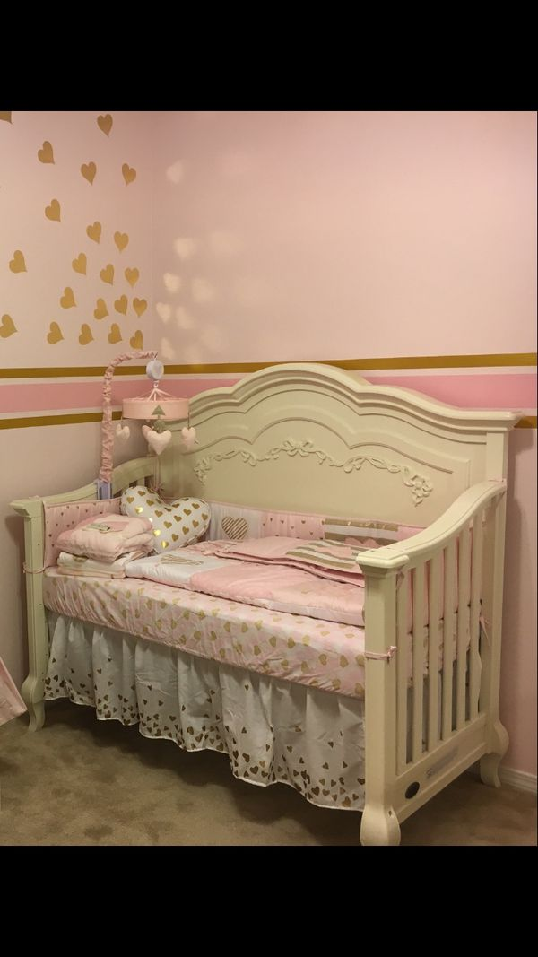 Evolur Aurora crib ivory 5-in-1 for Sale in Raleigh, NC ...