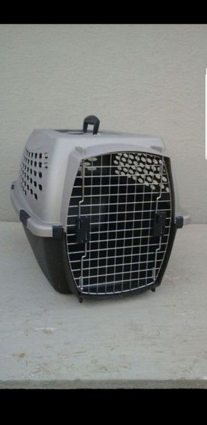 "Pet carrier 25"" long 17"" wide 16 1/2"" tall for Sale in Scottsdale, AZ"