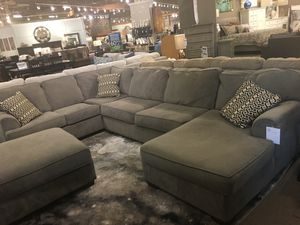 Photo Ashley's Furniture Gray Sectional Sofa